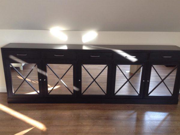 Комод с зеркальными фасадами