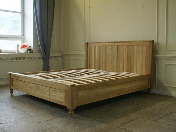 Кровать дубовая