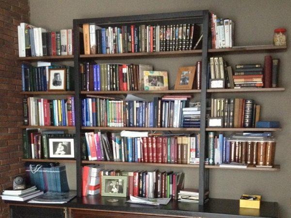 Стеллаж для книг в стиле лофт